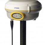 Slika prijemnika Trimble R4 GNSS sa radio antenom za RTK premer